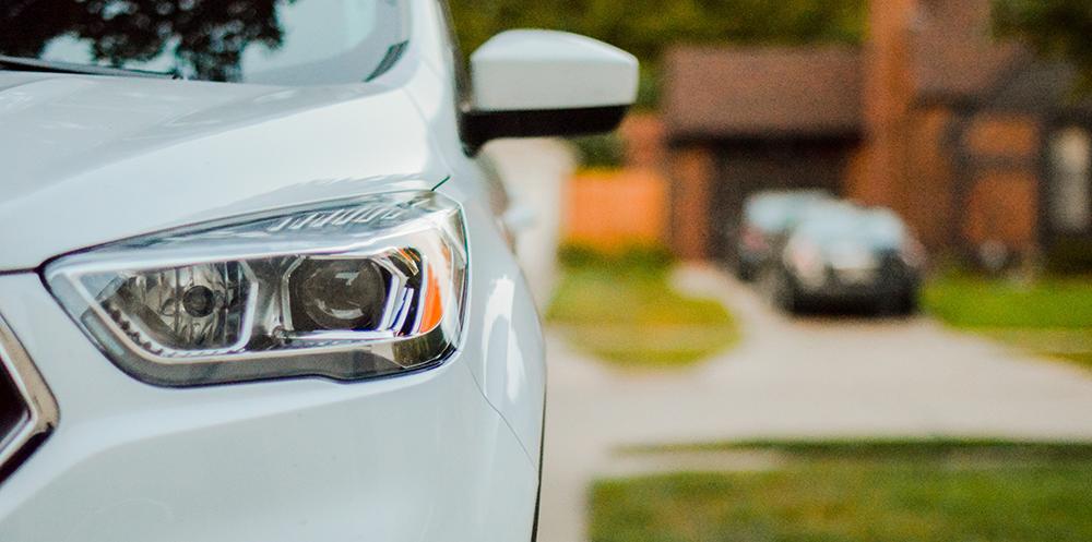 Bilägarna styrs av biltillverkare och försäkringsbolag